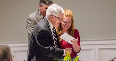 Elrod Center honors 192 students for service at awards banquet