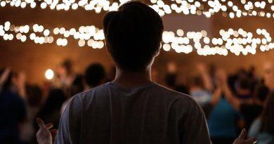Ouachita students host third worship night called Worthy